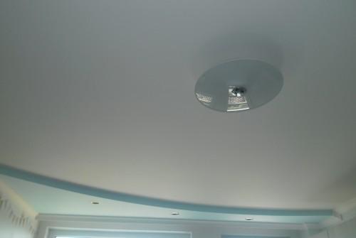 Окачен таван в детска стая.