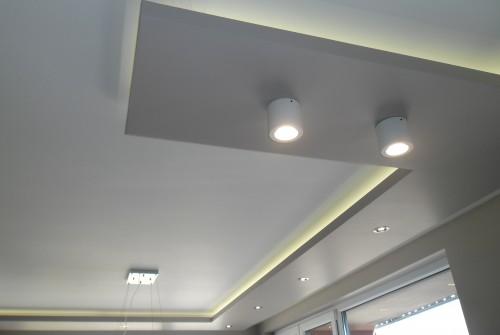 Окачен таван  с led осветление.